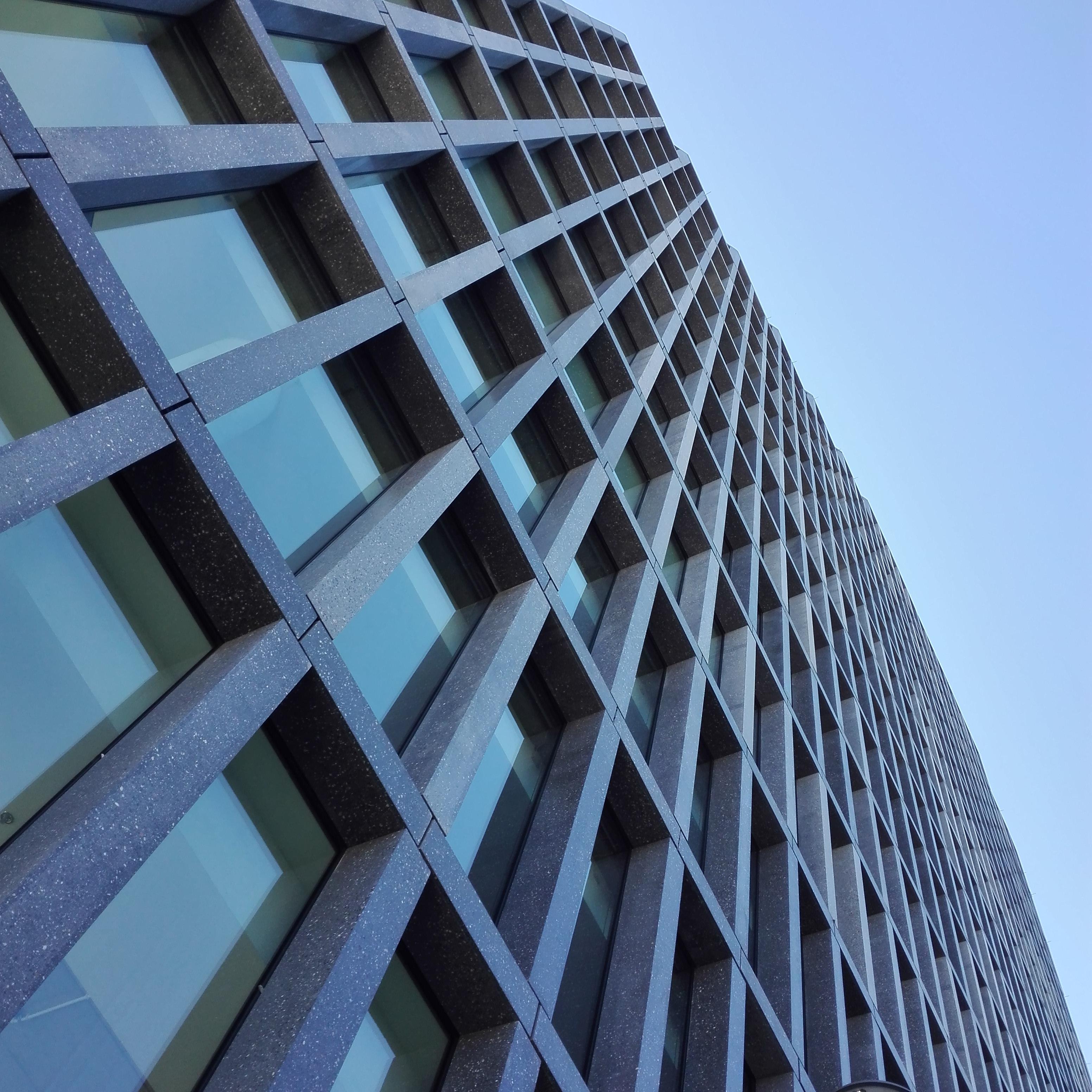 Elewacja Bałtyku została indywidualnie przygotowana dla tego projektu. Jest to beton przypominający fakturą granit