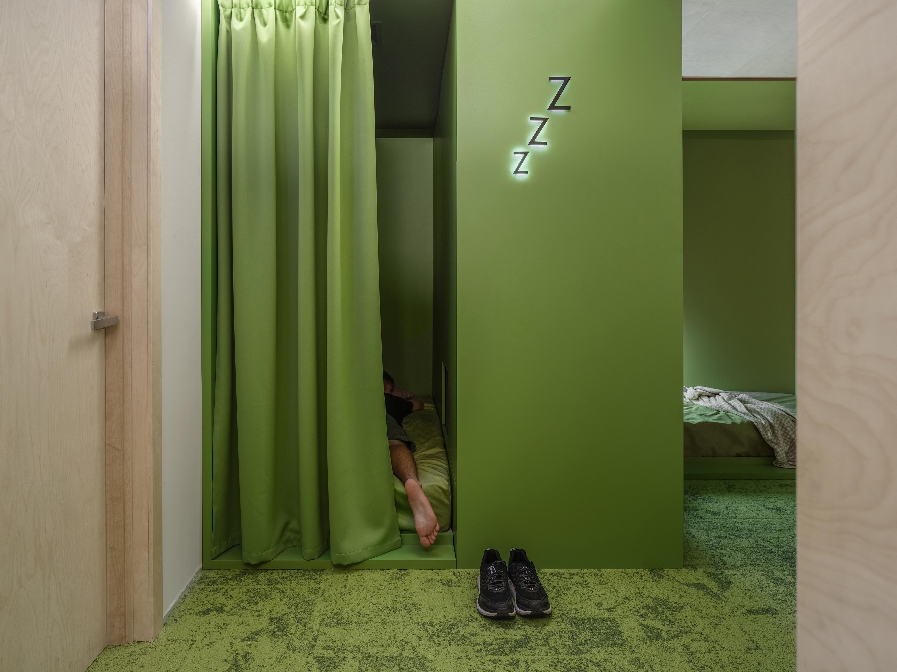 Pokój drzemki dla pracowników, którzy chcą trochę odpocząć :).